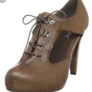 Gomax Giorgia T-strap brown booties